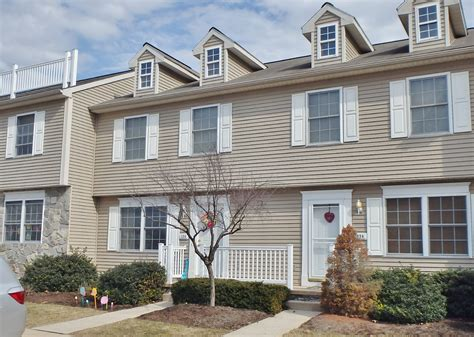 three bedroom townhouse for rent 136 birchtree court townhouse for rent state college