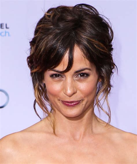 hairstlye of actress stephanie szostak tomt actress the actress who looks like morena baccarin
