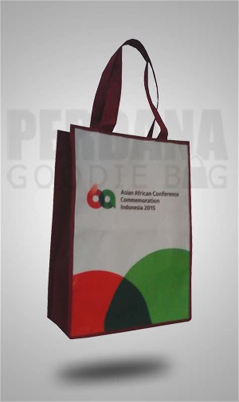 tas bahan kanvas dengan sablon by perdana goodiebag perdana goodie bag