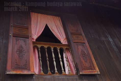 absolutely emy tingkap kayu