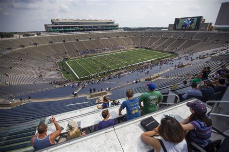 Notre Dame Part Time Mba Chicago by Notre Dame Stadium In Talks To Host Outdoor Blackhawks
