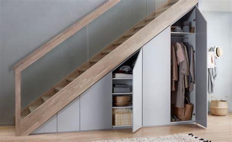 Rangement Chaussures Sous Escalier 348 by Optimisation De L Espace Avec Rangement Garde Robe Ou
