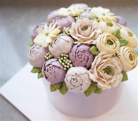 Safira Bunga Ramadhan rangkaian bunga warna pastel yang mempercantik kue