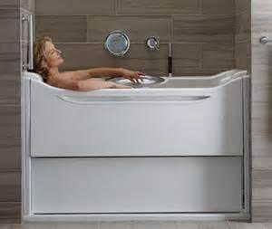 badewannen schiebewand moderne badewannen mit led beleuchtung und innovativen