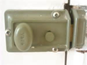 Lock Door by Changing A Lock Loumms