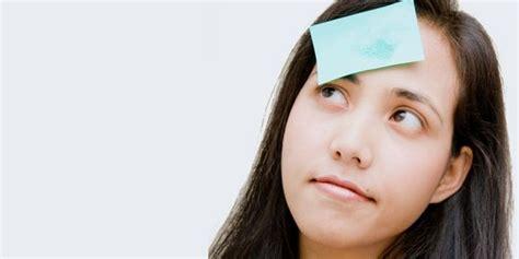 menghilangkan minyak  wajah secara alami