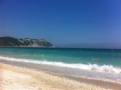 ufficio turistico sirolo bianco verde spiagge della riviera conero