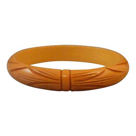 vintage bakelite deeply carved bangle bracelet from donnam