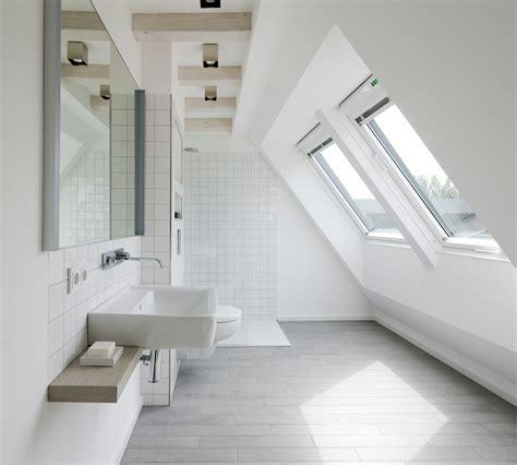 badezimmer baseboard ideen salle de bains sous les combles un espace de bien 234 tre