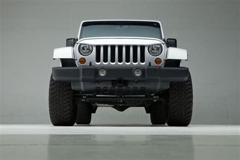 light brown jeep wrangler at summit racing equipment undercover nighthawk light