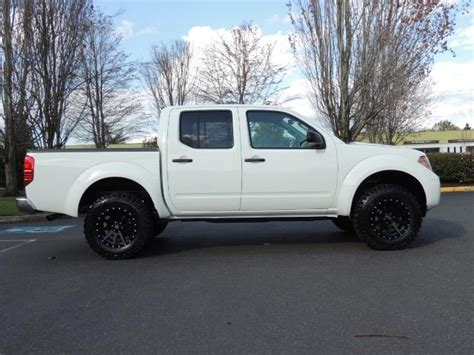 lifted nissan frontier white 2016 nissan frontier sv 4x4 crew cab 6cyl lifted