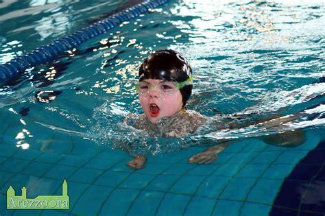 vasca nuoto i bambini della chimera nuoto in vasca nel cionato