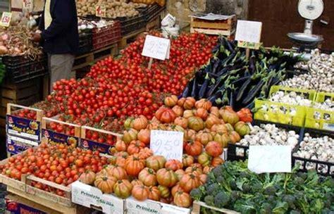 polizia municipale catania ufficio verbali vendevano frutta e verdura in area vietata multa salata