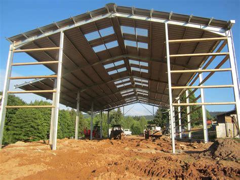 hangar bois agricole hangar avec bardage bois et translucides en facade