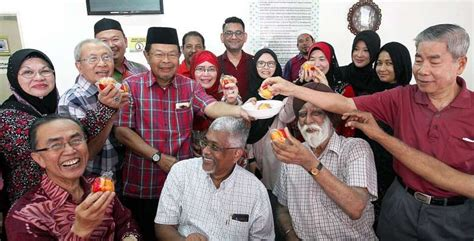 new year open house in kuala lumpur mosque hosts cny open house expecting only 100
