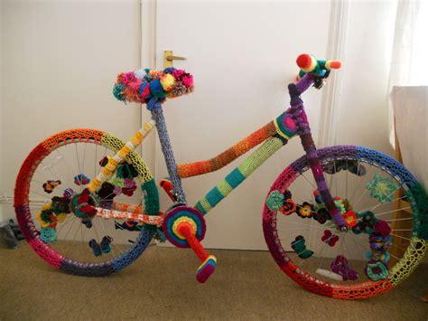 How To Make A Paper Bike Easy - how to yarnbomb yarnstorm a bike 183 how to make a bikes