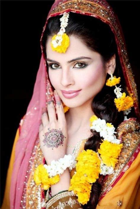 Wedding Flower Jewelry Mehndi & Mayoon Function (13)