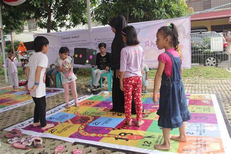 wallpaper anak anak bermain anak anak bermain dengan ular besar hot girls wallpaper