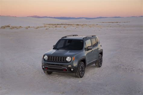 Jeep Renegade Trailhawk Mpg 2015 Jeep Renegade Trailhawk Front Three Quarters 04 Photo 27