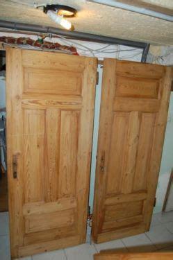 drempelschrank kaufen biete 2 antike alte t 252 ren in massivholz sind in einem