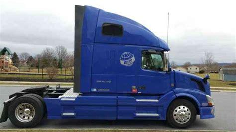 2009 volvo semi truck volvo 42tvnl 2009 sleeper semi trucks