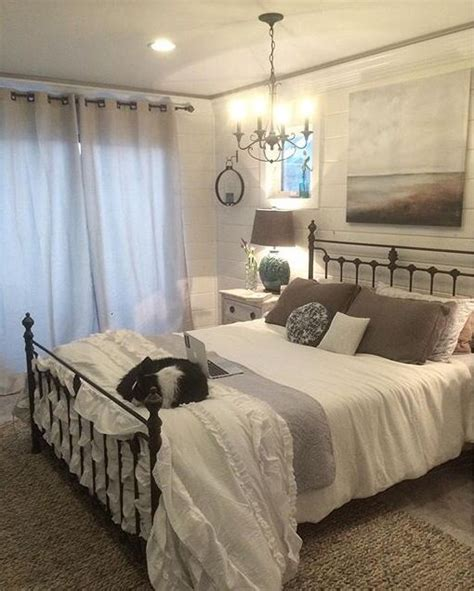 bedroom ideas with metal beds 1000 ideas about painted iron beds on pinterest white