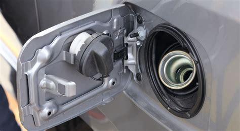 Tutup Tangki Bensin Mobil Ayla lu indikator check engine nyala jangan anggap remeh carmudi indonesia