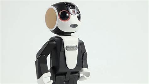 film robot humanoide ce petit robot humano 239 de est en r 233 alit 233 un t 233 l 233 phone hors