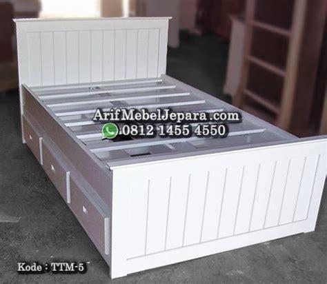 Tempat Tidur Minimalis Warna Putih tempat tidur minimalis warna putih arif mebel jepara