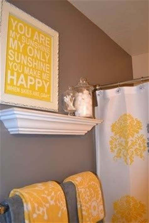 bathroom towel color schemes 1000 ideas about yellow bathrooms on yellow