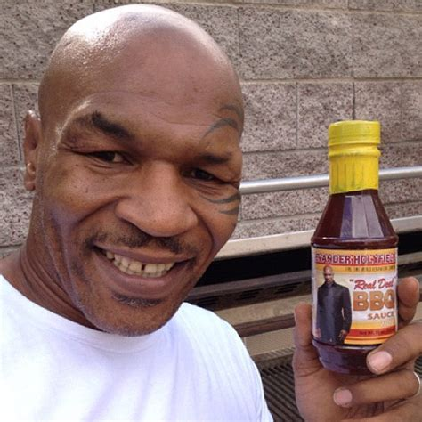 imagen fanny mikey mike tyson evander holyfield s barbecue sauce is ear