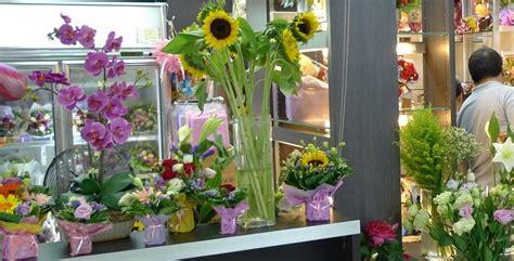 aprire negozio di fiori aprire un negozio di fiori bianco lavoro magazine