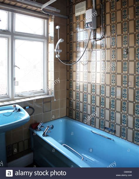 old coloured bathroom suites 1970 s coloured bathroom suite uk stock photo royalty
