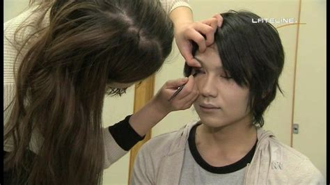 makeup for feminine men male wearing feminine makeup hairstylegalleries com