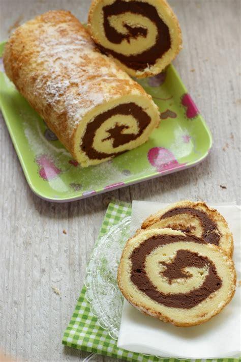 decorare rotolo dolce rotolo dolce con ganache al cioccolato senza glutine e