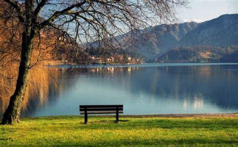 foto di panchine pieve di ledro il lago e la panchina