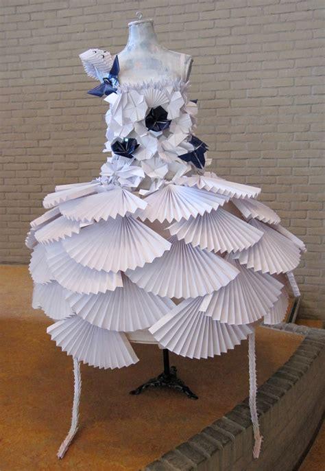 Paper Origami Dress - 40 beautiful exles of origami artworks