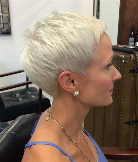 shorter hairstyles perfect  thick manes popular