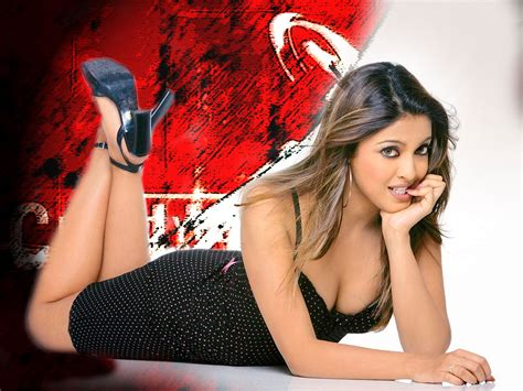 tanushree dutta hot boobs show youtube bollywood actress photobook tanushree dutta hot boob