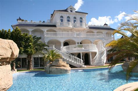 Mediterranean Style Mansions by Los Top 10