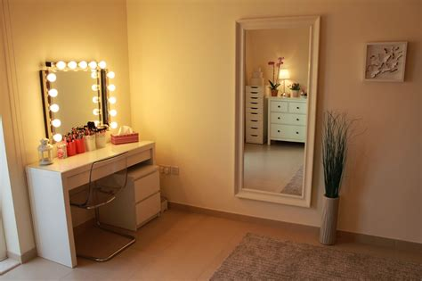 vanity table with mirror and lights makeup table lighted mirror style guru fashion glitz