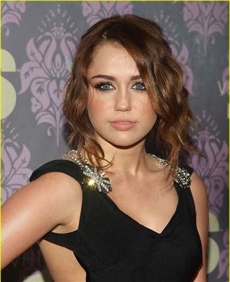 hairstyles for thick wavy hair round face short wavy hairstyles for round faces short hairstyles