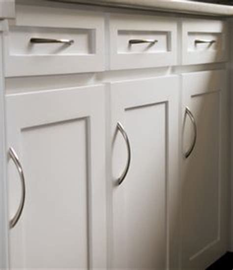 cleaning kitchen cabinet doors 1000 ideas about melamine cabinets on