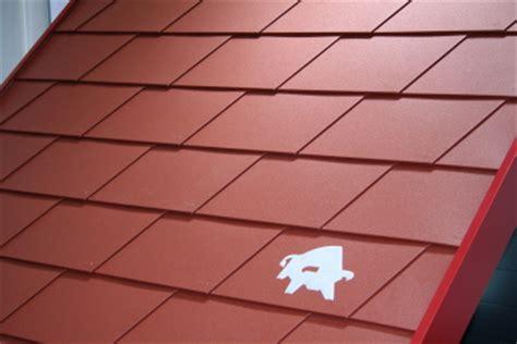 dachziegel aus blech metalldach dachziegel dachpfannen aus metal in vielen