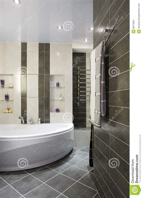 stanze da bagno moderne moderno grigio della stanza da bagno fotografia stock