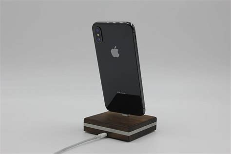 dockingstation f 252 r iphone 5 x aus holz lero holz