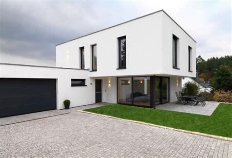 modern haus einfamilienhaus mit burgblick modern haus fassade
