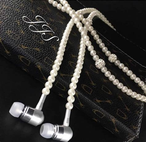 Earbuds As Jewelry by Fashionable Jewelry Pearl Necklace Earphones Mic 3