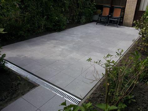 afvoerput tuin terras afvoer zelf aanleggen bestrating pinterest