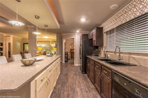 The La Belle VR41764D manufactured home floor plan or